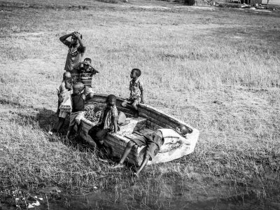 1096Zimbabwe Houseboat Safari Black & White